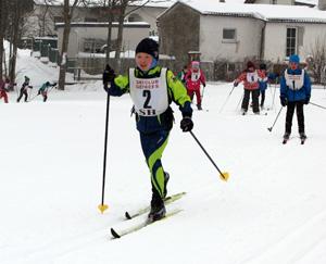 Elias bei seinem ersten Langlaufrennen erfolgreich unterwegs