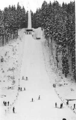 Die Frankenschanze präpariert zu den Skispielen der Bayerischen Skijugend